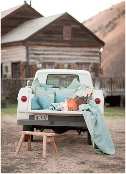 Cute Backyard Date Ideas : This truck would be great for a nice outdoor romantic dinner and then