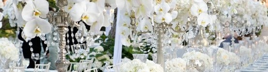 white summer tablescape